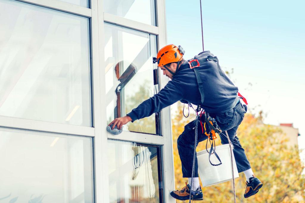 Limpeza de fachada de prédio: entenda o que você deve considerar